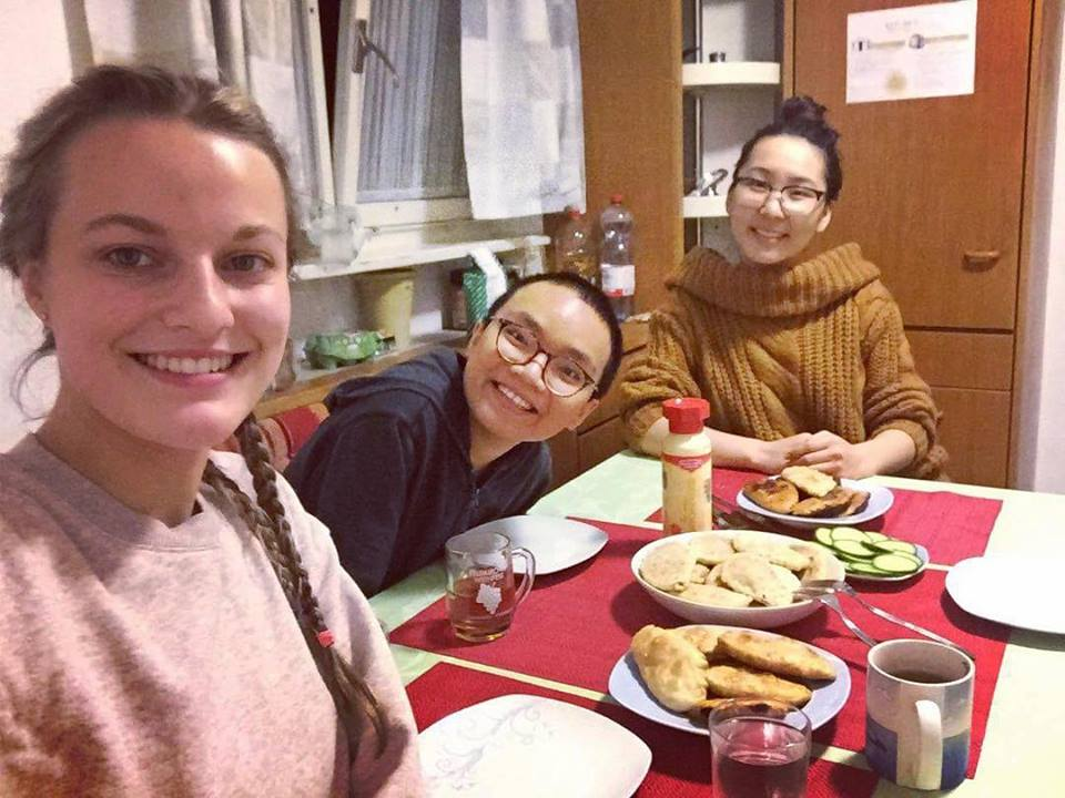 Enjoying Friend Wontons with My Beloved Sis - Dang Nguyen - Spring Exchange Sem of AY 2017-2018