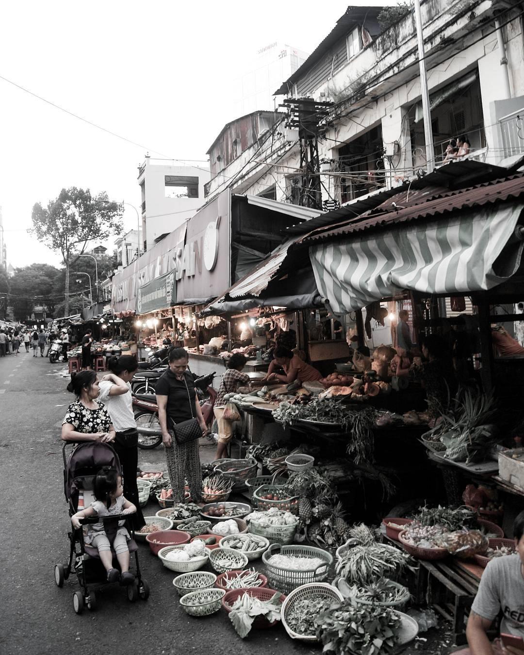 A market under Dario's eyes