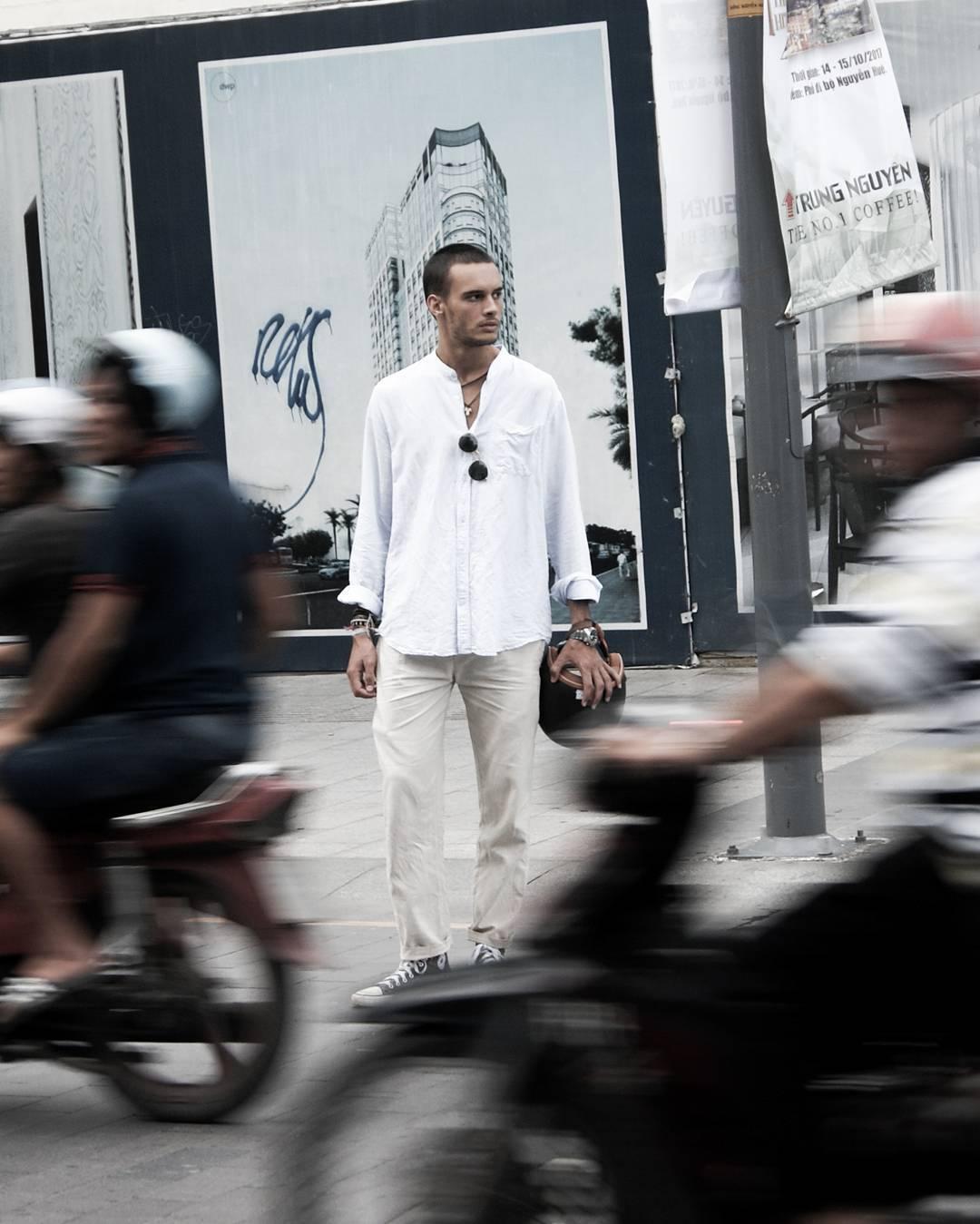 Street crossing by Dario